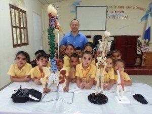 Conferencia dictada a niños de Kinder de la escuela Pequeñas manitos con el tema: Cómo debo cuidar mi espaldita